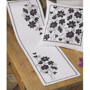 Räknad löpare   Blommor i svart o lila     27x95cm