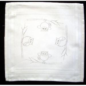 Ritad vit fållad bomullsduk Ugglor 40x40 cm