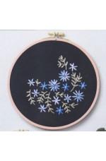 Ritad tavla     Blå blommor     20cm